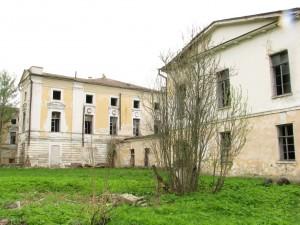 Современный вид дворца князей Полторацких. После революции была психушка