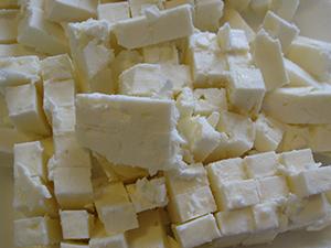 Режем сыр Фета