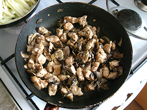 Куриная грудка с грибами