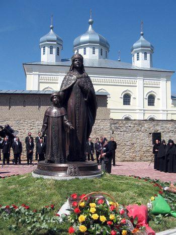 Памятник родоначальнице Дома Романовых  - Евдокии Стрешневой для Мещовска